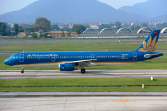 IMG_2972 VN-A351 Vietnam Airlines Airbus A321-231 at Hanoi Noi Bai International Airport on 17 May 20188 (Zone 49 Photography) Tags: aircraft airliner airplane aeroplane may 2018 vvnb han hanoi noi bai noibai international airport vn hvn vietnam airlines airbus a321 321 airbusa321 200 231 vna351