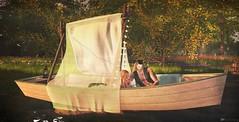 Navegando entre nuestros sentimientos (Rose Sternberg) Tags: bee designs love boat secondlife second life couple romantic deco