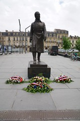 Jacques Chaban-Delmas, Mayor of Bordeaux 1947-1995 (Joe Lewit) Tags: variosonnart282470 statue mayor bordeaux jacqueschabandelmas