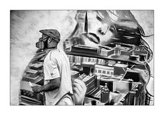 Guili-guili dans le dos (Marie 35 (140)) Tags: graffeur aero streetart pavart staubindupavail nb scène festival