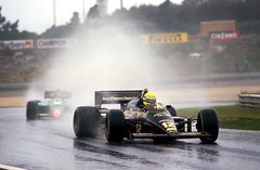 lotus-1985-senna-portugal-07.jpg (h3pat1c) Tags: motorsport action f1 formula1 formulaone gp grandprix winner wet portugal