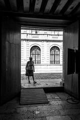 Mujer en el umbral (Marcos Núñez Núñez) Tags: silhouette silueta blackandwhite oaxaca streetphotography street calle urban mujer sombra monocromático monochromatic puerta marco