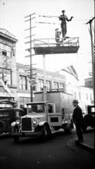 Throwback Thursday! Traffic signal tower truck, 1920 (Seattle Department of Transportation) Tags: traffic signal tower truck 1920 seattle municipalarchives historic rememberwhen vintage workers flag poles div whatsafetyregulations wires tbt throwback thursday