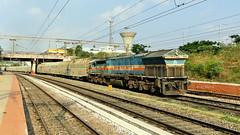 Long Hood Pune Freighter with Car Carrier (sriguru05) Tags: railfanning indianrailways locomotive trainspotting railroad train engine track panasonic lumix fz300 4k diesel freight goods bcacbm carcarrier pune wdg4 longhood