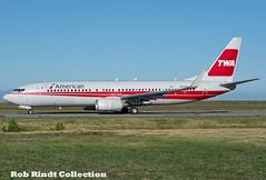 American Airlines B737-823(WL) N915NN (planepixbyrob) Tags: americanairlines american twa boeing 737 737800 737ng n915nn retro yvr vancouver vancity nikon