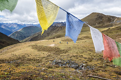 Trekkers reaching Jare La (or Jhari La) pass - Gasa District - Snowman Trek - Bhutan (PascalBo) Tags: nikon d500 asie asia southasia asiedusud drukyul drukgyalkhap bhutan bhoutan འབྲུག་ཡུལ། འབྲུག་རྒྱལ་ཁབ་ snowman trek trekking hike hiking trekker lunana himalaya himalayas jigmedorjinationalpark buddhism bouddhisme religion montagne mountain outdoor outdoors pascalboegli gasa