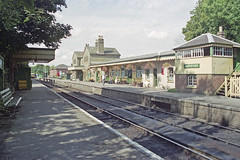 Alresford Station, 31 Aug 2000 (Ian D Nolan) Tags: railway mhr station 35mm epsonperfectionv750scanner alresfordstation