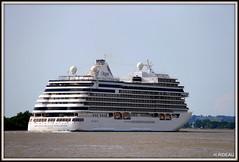 Le SEVEN SEAS EXPLORER quitte BORDEAUX. (Les photos de LN) Tags: bateau navire paquebot croisière vacances voyages fleuve garonne gironde estuaire nouvelleaquitaine portdelalune