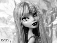 Ghoulia Yelps ♥ (♥ MarildaHungria ♥) Tags: ghouliayelps freakyfusion monsterhigh mh mattel doll toy monochrome blackwhite close