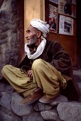 Sitting - Srinagar Kashmir Indiia (Pietro D'Angelo2012) Tags: portrait srinagar kashmir india