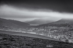 Ladybower Reservoir (l4ts) Tags: landscape derbyshire peakdistrict darkpeak ladybowerreservoir derwentvalley offertonmoor bamford bamfordedge ladybowertor blackwhite monochrome lowcloud