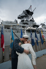 D-Day With A Kiss (tourtrophy) Tags: kiss ussmissouri battleship kissingcouple sailor mightymo oahu honolulu pearlharbor hawaii sonya7rii sonyvariotessartfe1635mmf4osszeisslens