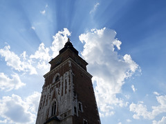Town Hall Tower in Kraków, Poland (kalakeli) Tags: townhalltower kraków poland rathausturmkrakau backlight gegenlicht wolken clouds wieżaratuszowa polen juni june 2018 hauptmarktkrakau hauptmarkt rynekgłówny krakau sunrays sonnenstrahlen