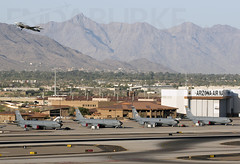 64-14829 USAF 21-5-2018 (Enda Burke) Tags: 6414829 usaf united states air force boeing kc135r stratotanker 717148 avgeek aviation canon canon7dmk2 runway phx kphx arizona phoenix phoenixskyharbor skyharbor usa unitedstatesofameria