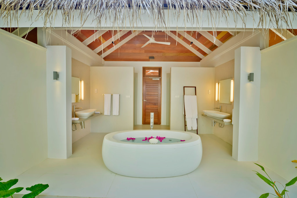 Jacuzzi Beach Villa - Bathroom