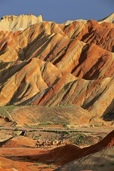 Zhangye Danxia National Geological Park 張掖丹霞地質公園 (YY) Tags: zhangyedanxianationalgeologicalpark 張掖丹霞地質公園 china geopark zhangye zhangyenationalgeopark danxia 張掖 張掖七彩丹霞 甘肅 mountain mountains camels tourists