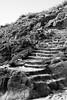 Vers la tombe de Chateaubriand, Saint-Malo (.urbanman.) Tags: saintmalo grandbé escalier marches montée noiretblanc blackandwhite bretagne usure poli rochers pierres inexplore chateaubriand rené stairs stone