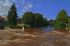 Qui l'eût crue III (Tonton Gilles) Tags: alençon normandie hdr rivière sarthe crue inondation paysage urbain gué de