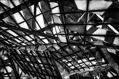 Pour un calcul simple de la surface de vitres à nettoyer...!! /  For a simple calculation of the area of windows to be cleaned...!! (vedebe) Tags: netb noiretblanc nb bw monochrome vitre vitries architecture ville city urbain urban urbanarte rue street arch