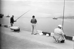 Рыбаки (Natasha Buzina) Tags: batumi georgia fishing fishermen film blackandwhite olympusom пленка батуми грузия