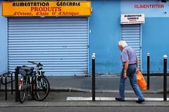 Alimentation ( serie walkers ) (Jean-Marc Vernier) Tags: walk streetphotography streetview streetphotographer street urban city fujixt20 fujifilm blue bleu