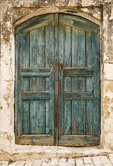 Kreta - Old Door (16) (Pana53) Tags: photographedbypana53 pana53 olddoors altetüren griechenland greece kreta insel island marode zerfall doors türen holztüren eingang zugang ansichten nikon nikond810 poster lichtschatten farben mauerwerk
