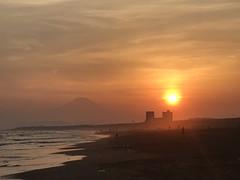 Mt.Fuji Shonan Sunset 11 (akiakinatsushun) Tags: mtfuji shonan 富士山 湘南 夕陽 太陽 空 雲 海 オレンジ色