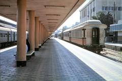Egypt Railways - Luxor train station (HISTORICAL RAILWAY IMAGES) Tags: egypt esr train railways clerestory coach clerestorycoachnorthafricanstock ashbury metropolitan carriage