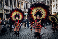 Hey hey now (Melissa Maples) Tags: brussel bruxelles brussels belgique belgië belgium europe nikon d3300 ニコン 尼康 sigma hsm 1020mm f456 1020mmf456 winter grotemarkt grandplace dancing costumes performers parade bolivia bolivian dancers