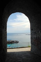 Arching out to sea (zawtowers) Tags: sorrento campania italy italia bayofnaples seaside town resort sorrentine peninsula wednesday 30 may 2018 warm dry sunny blue skies sunshine hot holiday vacation break summer archway arch sea view distance cliff path cave