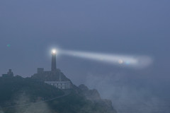 Vilano, Costa da Morte (The Pumpkin Theory) Tags: atlantic ocean mar sea dark cabo cliffs nublado niebla cloudy fog coast costa lighthouse faro españa galicia costadamorte