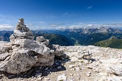107_Flickr Landschaft.jpg (stefan.mohme) Tags: gebirge italien2017 organisch suedtirol himmel berge licht bayern alpen felsbrocken jahreszeiten hochgebirge steindiverse ausblicke felsen iitalien dolomiten wolken sommer stein ausblick quickbornheide schleswigholstein deutschland