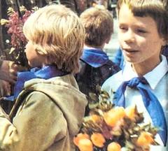 DDR Pioniertreffen in Karl-Marx-Stadt 1988,Thälmannpioniere,Jungpioniere,Freie-Deutsche-Jugend,DDR Pioniere (SchlangenTiger) Tags: thälmannpioniere jungpioniere jungepioniere pioniere pioniertreffen karlmarxstadt chemnitz freiedeutschejugend fdj kinder jugend schule schüler gdr ddr