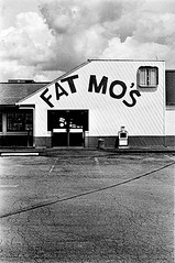 Fat Mo's (jhunter!) Tags: kodaktrix contaxg2 rodinal