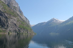 Geiranger Fjord! (Aniemar) Tags: geiranger norge norway norwegen canon travelling reisen water berge mountains schnee snow blau blue canoneos1100d ƒ80 1250 180mm iso100