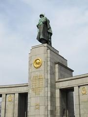 Sowjetisches Ehrenmal im Tiergarten, Berlin (Stewie1980) Tags: berlin deutschland germany allemagne tiergarten sowjetisches ehrenmal strase des 17 juni soviet war memorial monument military standbild statue soldat red army soldier