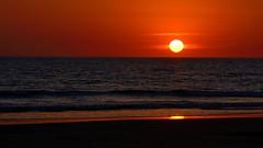 Atardecer en la playa. Sunset at the beach. (.Guillermo.) Tags: atardecer sunset playa beach cielo sky mar sea paisaje paisajes landscapes landscape