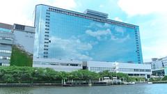 Mirror the sky (yukky89_yamashita) Tags: 大阪 大阪市 天満橋 sky 大川 river osaka japan tenmabashi building 京阪天満橋ビル