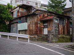 坂の途中の家 (kasa51) Tags: building house slope galvanizedironplate corrugatedsheet rust ruined yokohama japan 坂 トタン波板 錆