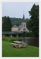 église (Christ.Forest) Tags: 27 eure nikon église pont banc arbre eau lacharentonne normandie nornandy clocher coq vert verdure nature tamron 16300