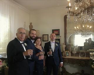 Au mariage du cousin Philippe • Philippe portant un toast en compagnie de ses parents, le Juge et Mme Antoine Farhat, et de son frère Nicolas