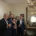 Au mariage du cousin Philippe • Philippe portant un toast en compagnie de ses parents, le Juge et Mme Antoine Farhat, et de son frère Nicolas thumbnail