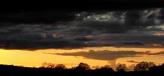 Abendleuchten auf die schaurige Weise (DorianScharp) Tags: preetz pohnsdorf abendhimmel regenwolken wolkendecke atompilz afterglow orange abendorange nachleuchten sonnenuntergang schwarzerhorizont kreisplön schleswigholstein amboss ambosswolke dramaticsky moodysky cloudcover dark darkness dunkelheit naturschauspiel naturalspectacle
