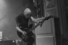 Jeffrey Lee Burns : guitarra - The Flaming Sideburns (samarrakaton) Tags: byn bw blancoynegro blackandwhite monocromo theflamingsideburns rock music musica live directo guitar guitarra antzoki bilbao bilbo bizkaia 2018 nikon d750