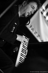Florian Weber: piano (jazzfoto.at) Tags: sony sonyalpha sonyalpha77ii alpha77ii sonya77m2 portrait retrato portret inntöne inntöne2018 diersbach sauwald jazzambauernhof jazzfestival musiker musik music bühne concerto concierto конце́рт wwwjazzfotoat jazzfoto jazzphoto markuslackinger jazz jazzlive livejazz konzertfoto concertphoto liveinconcert stagephoto blitzlos ohneblitz noflash withoutflash sw bw schwarzweiss blackandwhite blackwhite noirblanc bianconero biancoenero blancoynegro zwartwit pretoebranco