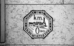 Paris - Gare de l'est - KM 0 (Jules-Verne) Tags: minolta maxxum 7000i trix 400 gare de lest paris train metro