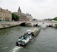 la Seine, le Pont au Change et la Conciergerie (b.four) Tags: fiume fleuve river seine pontauchange conciergerie péniche chietta barge paris