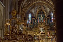 Detalle del altar mayor de la Catedral de Toledo. (JuanCarlossony) Tags: religión oro escultura vidrieras cruz bóveda sony 70300mm tamron slta58