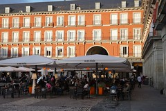 Outdoor dining, Plaza Mayor, Madrid (Joe Lewit) Tags: madrid variosonnart282470 plazamayor outdoor dining