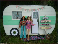 Summer festival trip - Shania and Natalia (Mary (Mária)) Tags: barbie mattel fashion camper boho chic hippie piknic freedom love peace handmade flower power style summer doll collector dollphotography dollcollector dollphotographer exterior marykorcek